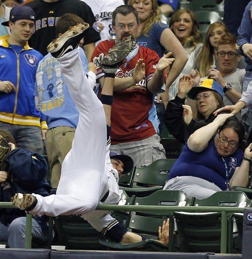 Brewers' offense breaks out in 8-3 win over Reds