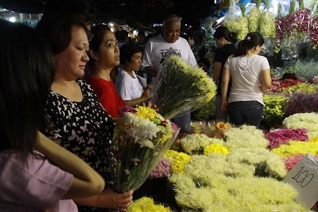 Filipinos buy flowers to offer to their departed loved ones' graves, in preparation for the upcoming 'Undas' or All Soul' Day, at the Dangwa Flower Market, in Manila, on 29 October 2012. (George Calvelo/NPPA Images)