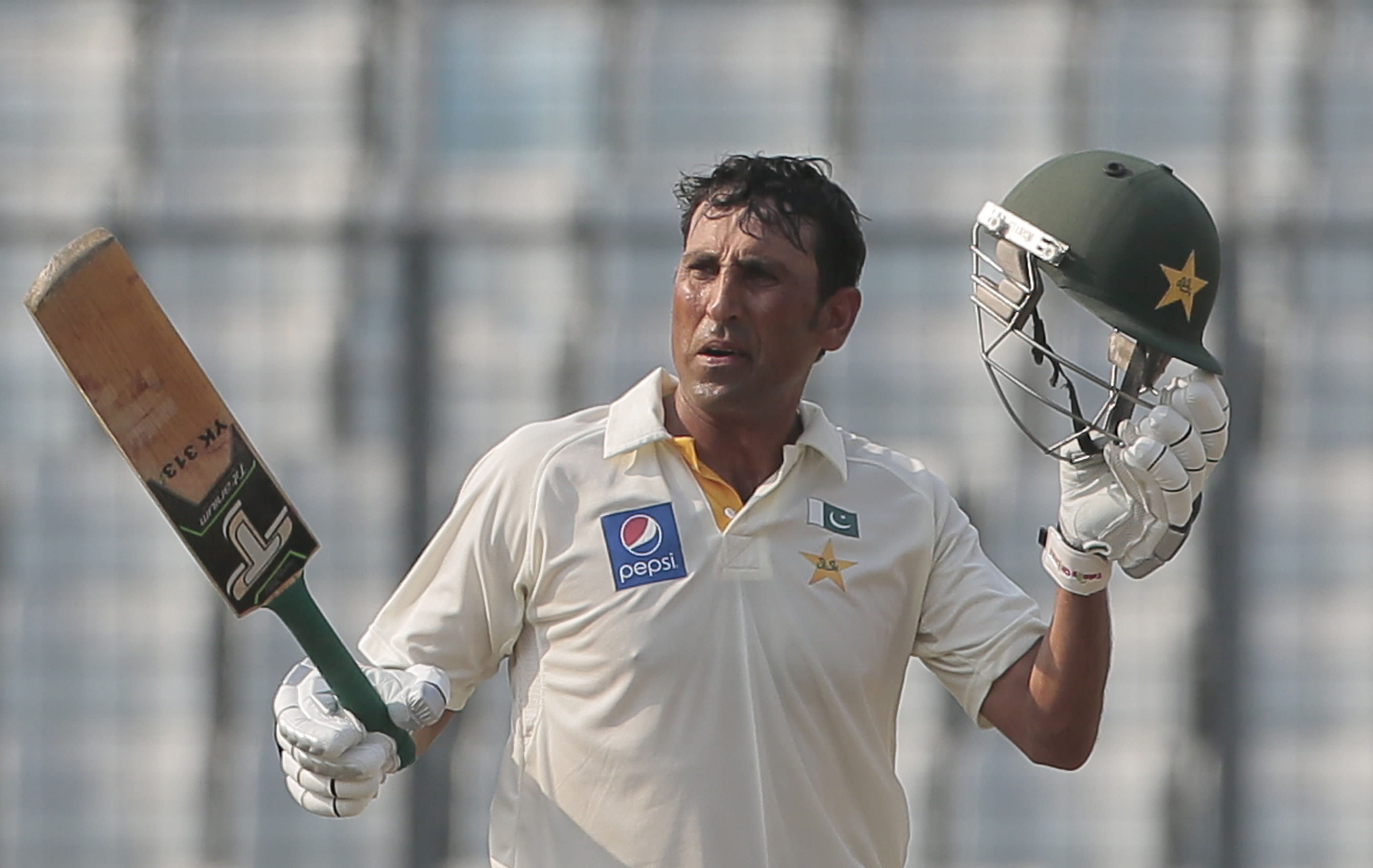 Younis, Azhar tons lift Pakistan to 323-3 on day 1