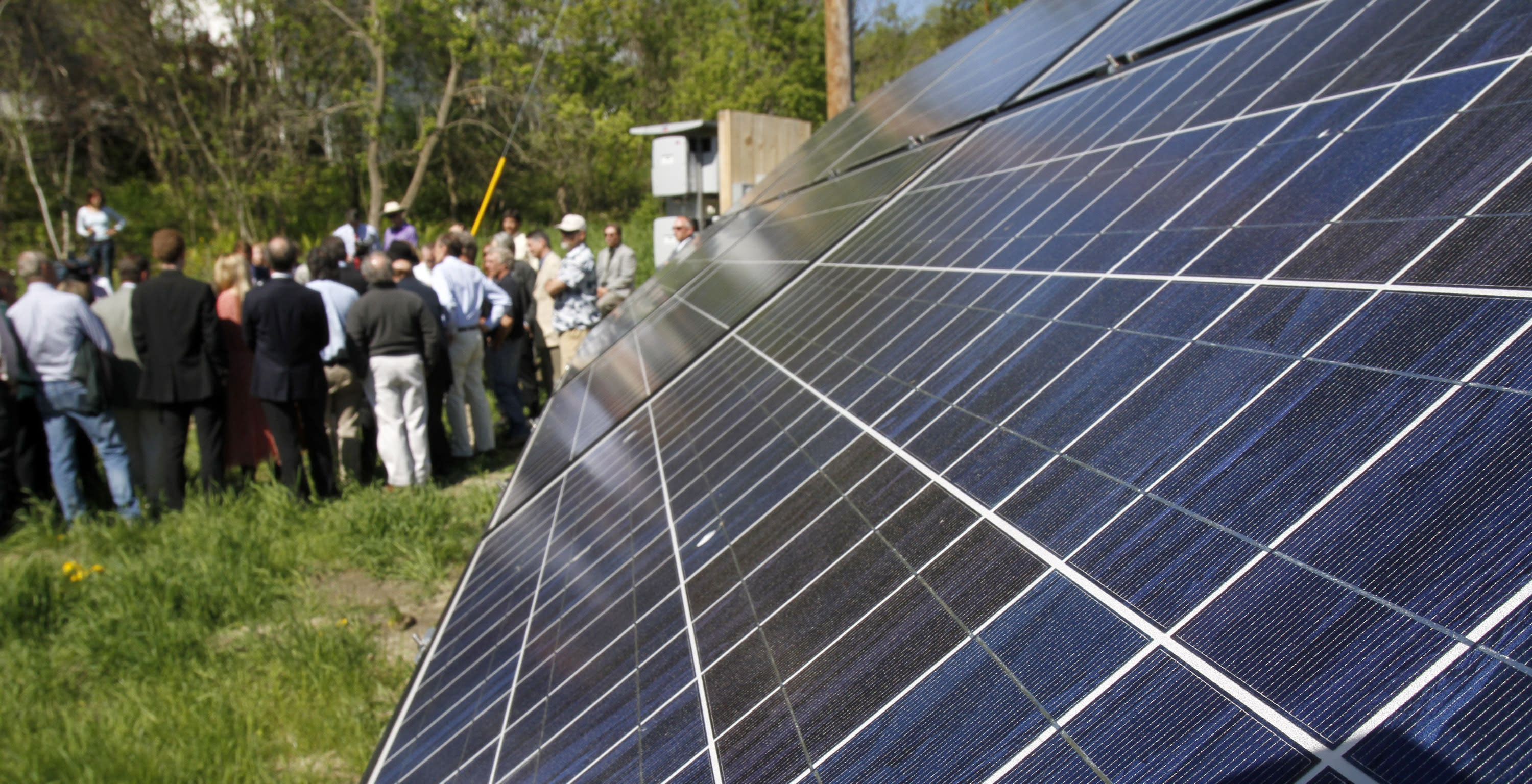First Solar-SunPower fire up joint venture, Comcast talks Time Warner Cable deal & Lowe