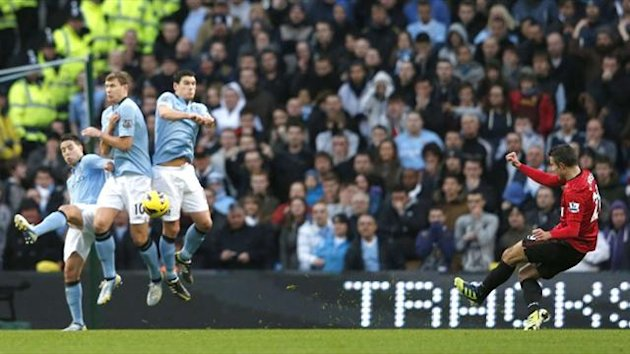 Robin van Persie scores Manchester United's winning goal against Manchester City