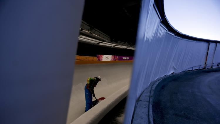 Lugers take 1st Sochi Olympic training runs