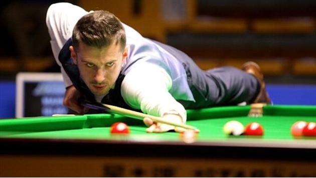 Snooker - Selby takes slender lead to final session against Robertson