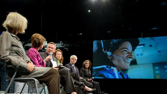 National Tribute Honors Memory of Sally Ride, 1st American Woman in Space