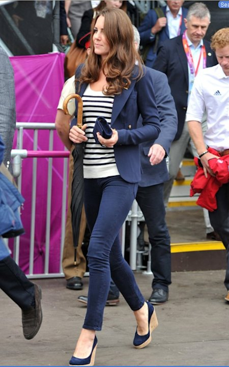 Kate's navy blazer, pants, wedges, and clutch could easily be dull but her striped shirt pulls it together. We also can't help but notice that the umbrella is one her best unintentional accessories. H