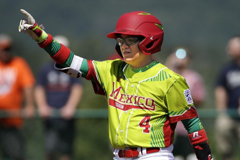 Angel Leal strikes out 10 of 11, Mexico beats Australia 10-0