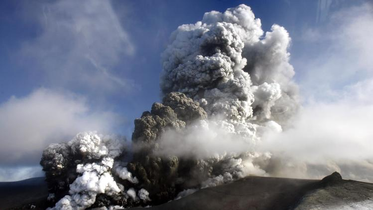 UK budget airline to test ash cloud detector
