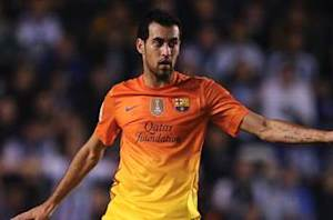 Busquets signs new Barcelona deal
