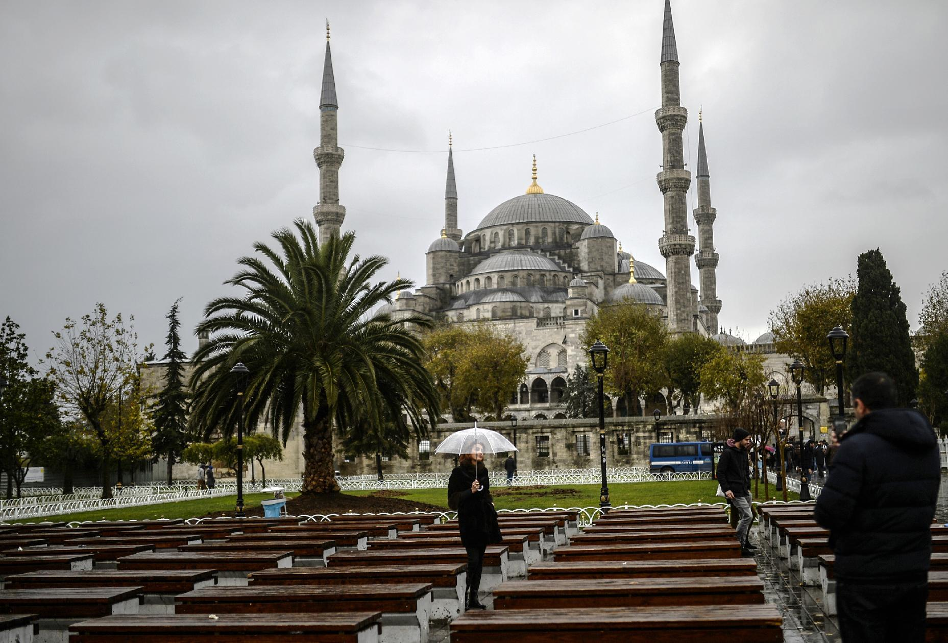 Russian tourism to Turkey slumps amid economic crisis