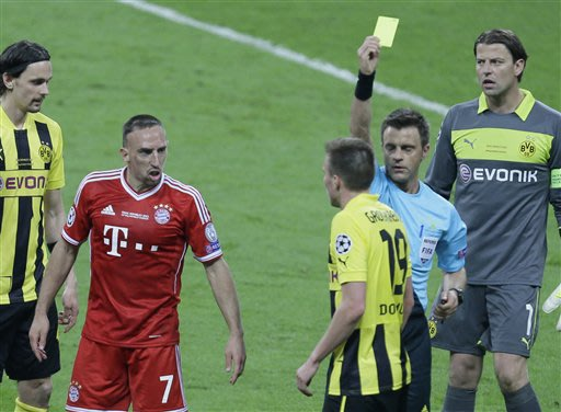 Bayern's Franck Ribery of France, 2nd left, and Dortmund's Kevin Grosskreutz, center, are booked by referee Nicola Rizzoli from Italy, 2nd right, during the Champions League Final soccer match between