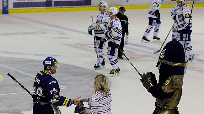 HC Kladno's Jaromir Jagr accepts player-of-the-game honors