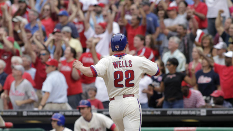 Phillies beat Dodgers 3-2 for Sandberg's first win