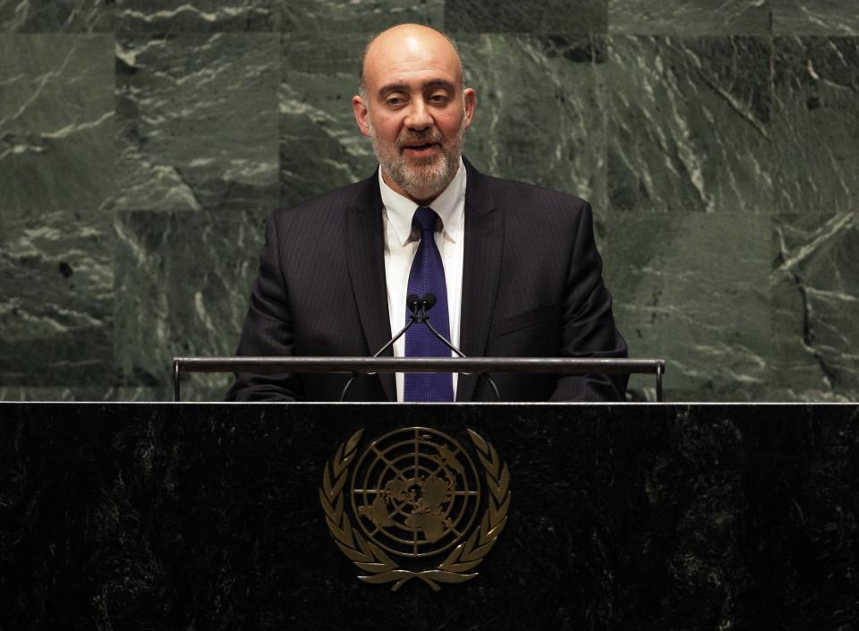 Israel's UN Ambassador Ron Prosor addresses the United Nations General Assembly, Thursday, Nov. 29, 2012. (AP Photo/Richard Drew)