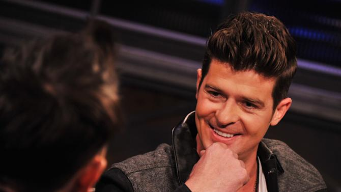 """Robin Thicke Visits """"Hoppus On Music"""" at fuse Studios"""