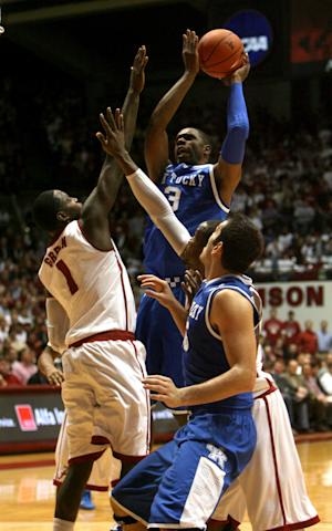 Kentucky's Terrence Jones (3) shoots against Alabama forward JaMychal Green (1) in the first half of an NCAA college basketball game at Coleman Coliseum in Tuscaloosa, Ala. on Tuesday Jan. 18, 2011. (AP Photo/Robert Sutton)