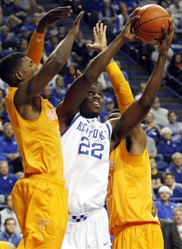 Kentucky regroups, holds off Tennessee 75-65