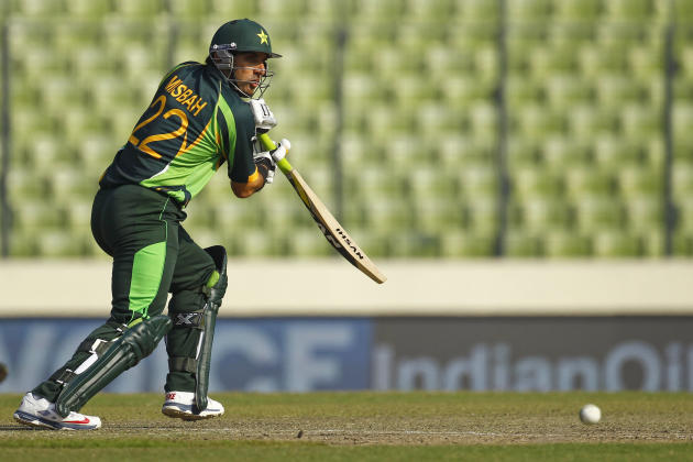 Pakistan's cricket captain Misbah-ul-Haq plays a shot against Sri Lanka during their Asia Cup final cricket match in Dhaka, Bangladesh, Saturday, March 8, 2014. (AP Photo/A.M. Ahad)