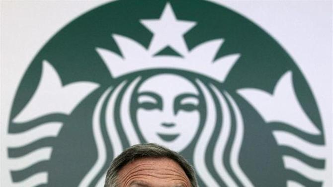 Starbucks Chairman and CEO Howard Schultz is seen speaking during a news conference at a hotel in Bogota August 26, 2013. REUTERS/Jose Miguel Gomez/Files