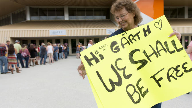 Donna Lane, of Rochester, N.Y., displays the sign she made for a Garth Brooks concert in Knoxville, Tenn., on Thursday, May 28, 2015. (Saul Young/Knoxville News Sentinel via AP)