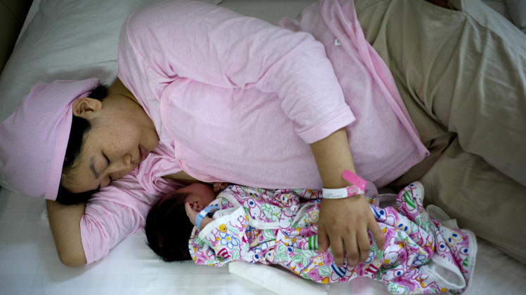 China promotes breast-feeding amid tainted milk