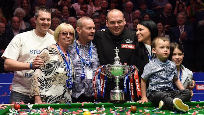 England's Stuart Bingham (C) celebrates with his family after beating Shaun Murphy in the World Championship Snooker final at The Crucible in Sheffield on May 4, 2015