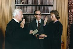 Sandra Day O'Connor being sworn by Chief Justice Warren Burger 09/25/1981.