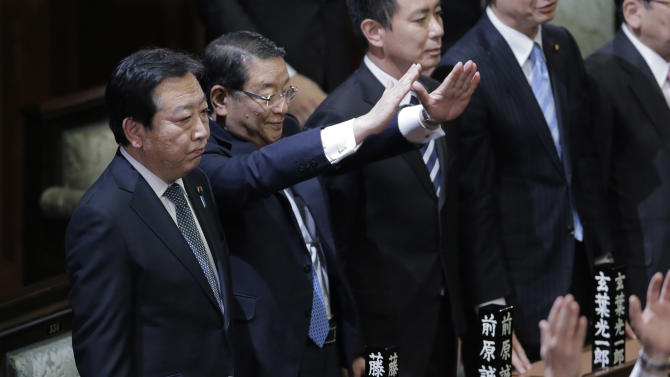 Prime Minister Yoshihiko Noda stands with Chief Cabinet Secretary Osamu Fujimura, second left, and State Minister for National Polity Seiji Maehara, third left, after he dissolved the lower house of parliament in Tokyo Friday, Nov. 16, 2012. Noda dissolved the lower house of parliament Friday, paving the way for elections in which his ruling party will likely give way to a weak coalition government divided over how to solve Japan's myriad problems. (AP Photo/Koji Sasahara)