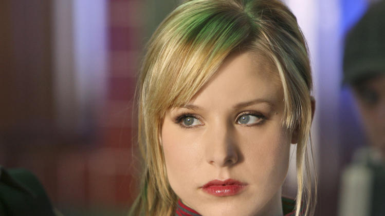 "FILE - This 2007 publicity photo supplied by the CW shows Kristen Bell,  who plays the title role in ""Veronica Mars"" on The CW Network.  ""Veronica Mars"" creator Rob Thomas and stars of the TV show that aired from 2004-07 have launched an online fundraising campaign for a big-screen version.  (AP Photo/CW, Michael Desmond, File)"
