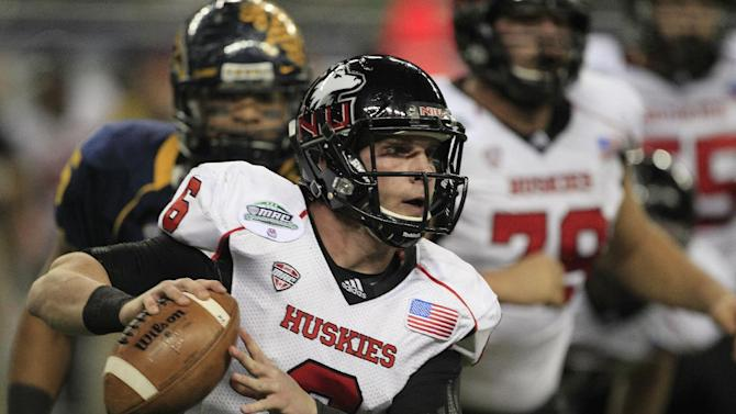 Northern Illinois quarterback Jordan Lynch (6) scrambles during the first quarter of the Mid-American Conference championship NCAA college football game against Kent State, Friday, Nov. 30, 2012. (AP Photo/Carlos Osorio)
