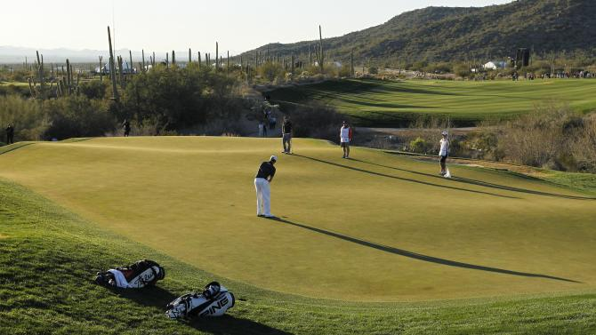 Webb Simpson putts on the 18th green in the quarterfinal round of play against Hunter Mahan during the Match Play Championship golf tournament, Saturday, Feb. 23, 2013, in Marana, Ariz. Mahan won 1-up. (AP Photo/Ross D. Franklin)