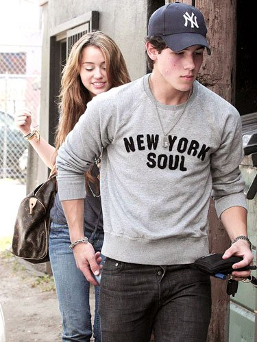 Miley Cyrus & Nick Jonas