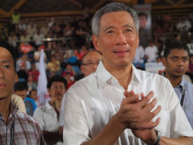 PM Lee, through his lawyer, tells a blogger to apologise over a post on the town councils saga. (Yahoo! Singapore file photo/Alvin Ho)