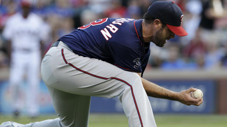 Minnesota Twins starting pitcher Nick Blackburn fields a grounder by Texas Rangers' Elvis Andrus in the first inning of a baseball game, Monday, July 25, 2011, in Arlington, Texas. Andrus reached first safely on the play.  (AP Photo/Tony Gutierrez)