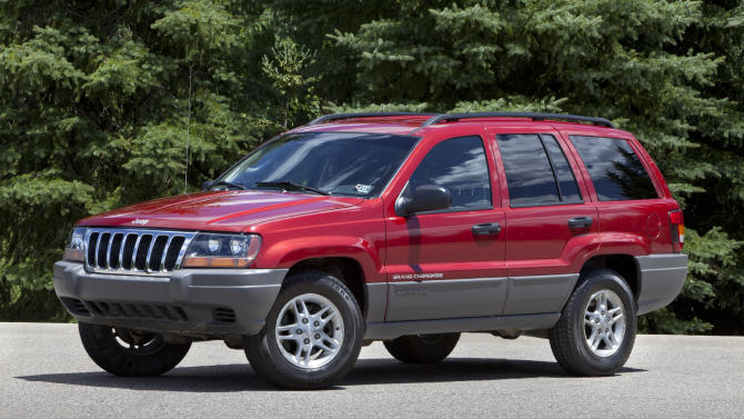 US probes effectiveness of Chrysler air bag recall