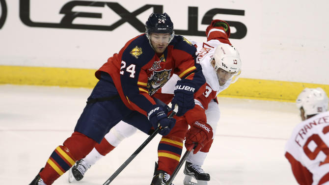 Boyes, Thomas lead Panthers past Red Wings in SO