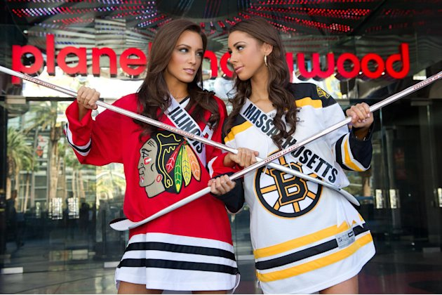 201306132006723961852 p5 Miss Illinois, Miss Massachusetts Pose For Stanley Cup Photo