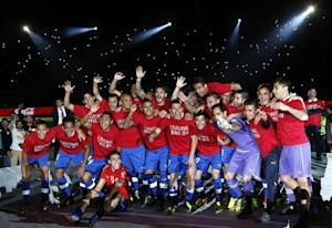 Chilean players celebrate after defeating Ecuador in their 2014 World Cup qualifying soccer match in Santiago October 15, 2013. REUTERS/Ivan Alvarado