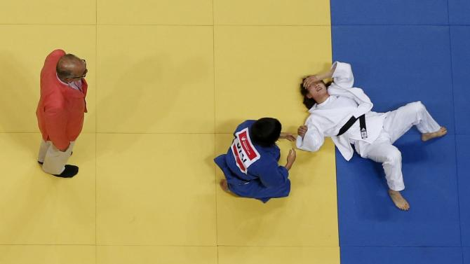 South Korea's Kim Jan-di reacts during her women's -57kg gold medal judo match against Japan's Anzu Yamamoto (Blue) at Dowon Gymnasium during the 17th Asian Games in Incheon