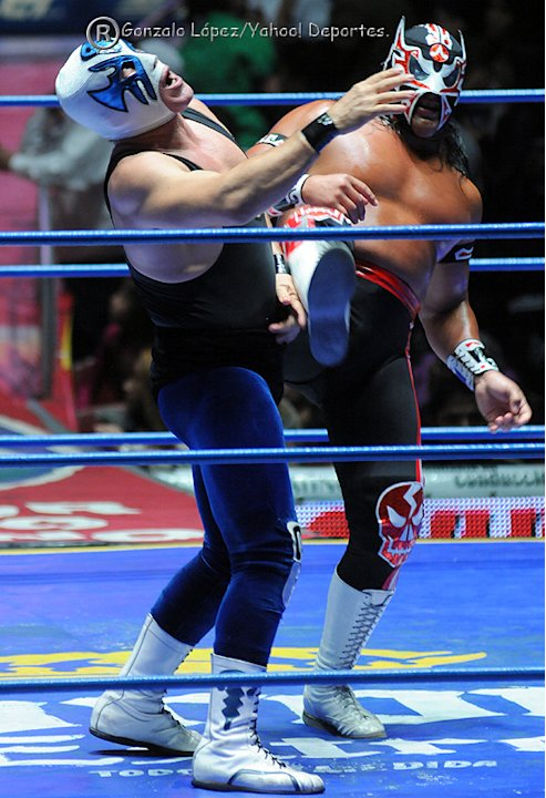 Lucha-Semifinal-de-Parejas--Atlantis-vs-Ultimo-Guerrero-jpg