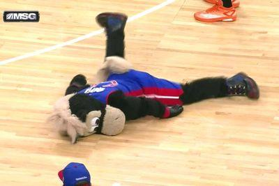Pistons mascot gets rocked by a pick, then pantses a Knick