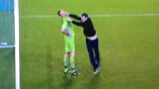 Leeds fan attacks Chris Kirkland (screen grab)