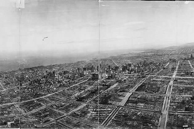Ruins of San Francisco, Nob Hill in foreground, from Lawrence Captive Airship, 1500 feet elevation, May 29, 1906. (George R. Lawrence/Library of Congress)