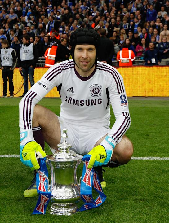 Chelsea's Czech Goalkeeper Petr Cech Celebrating With The Trophy   AFP/Getty Images