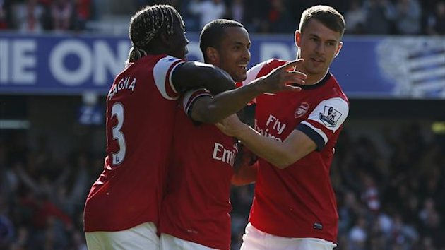 Arsenal's Theo Walcott (C) celebrates his goal against Queens Park Rangers with teammates Bacary Sagna (L) and Aaron Ramsey during their English Premier League soccer match at Loftus Road in London, May 4, 2013 (Reuters)