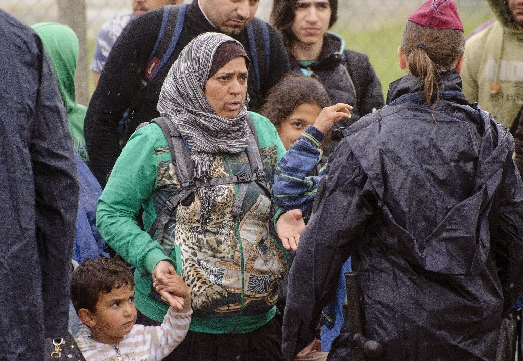 Hungary sends 2,100 police to Serbia border to stem migrant influx