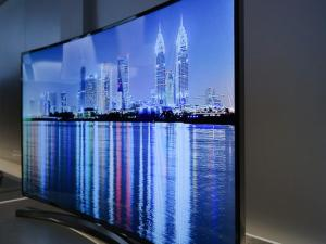 Why Curved TVs Will Leave You Flat Broke
