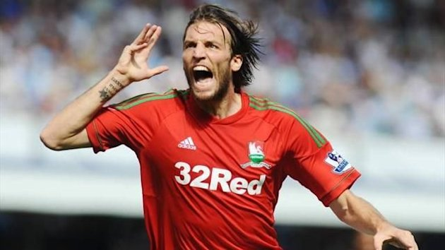 El espaol Michu celebra su primer gol con el Swansea