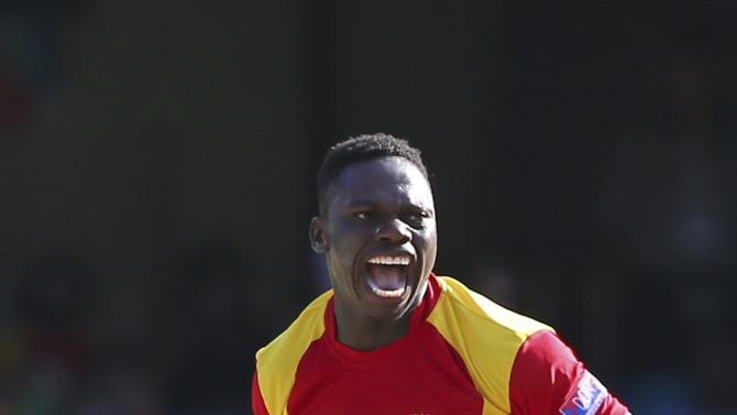 Zimbabwe's Tawanda Mupariwa, celebrates the wicket of Pakistan's Sohaib Maqsood during the Pool B Cricket World Cup match in Brisbane, Australia, Sunday, March 1, 2015. (AP Photo/Tertius Pickard)