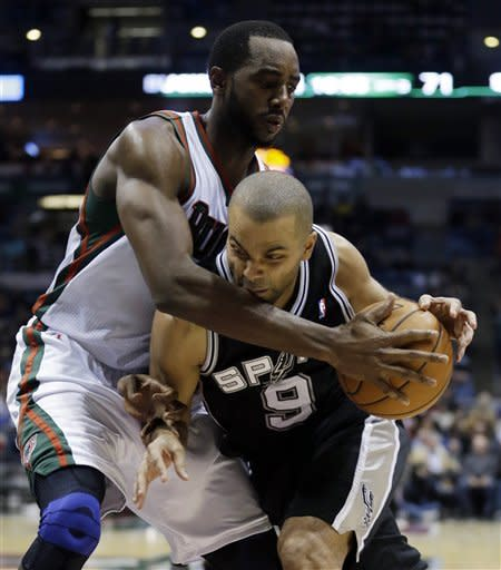Spurs beat Bucks for seventh straight victory