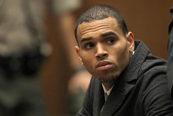 Chris Brown Crashes Car in Alleged Paparazzi Chase
